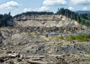 """Oso, WA Landslide"" (https://commons.wikimedia.org/wiki/File:Oso,_WA_Landslide_-_panoramio.jpg) by 	Jake_T53 via Wikimedia Commons is licensed under CC-BY-SA 3.0 (https://creativecommons.org/licenses/by-sa/3.0/deed.en)"