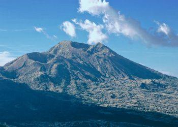 """""""Mount Agung"""" by pandu dewonoto via Pexels is licensed under CC0"""