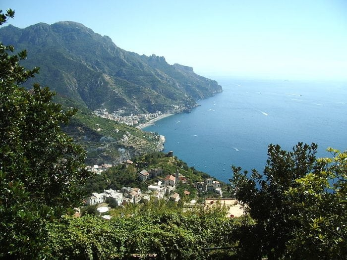 A view overlooking the bay near Ravello. Photo: Charlie Dave via Wikimedia Commons, CC 2.0