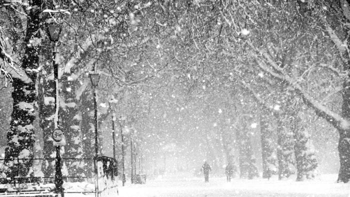 """""""Heavy snow"""" by Steve Webster (via Flickr) is licensed under CC BY 2.0"""