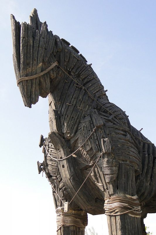 Photo: By Adam Jones from Kelowna, BC, Canada - Replica of Trojan Horse - Canakkale Waterfront - Dardanelles - Turkey, CC BY-SA 2.0, https://commons.wikimedia.org/w/index.php?curid=64144380