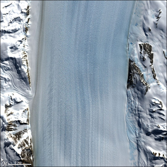 The rapid transition from fast flow in the center to stagnant rock at the edges of the Byrd Glacier. Credit: NASA