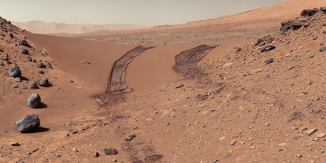 "Curiosity's view of Martian soil and boulders after crossing the ""Dingo Gap"" sand dune. Credit: NASA/JPL-Caltech/MSSS, public domain"