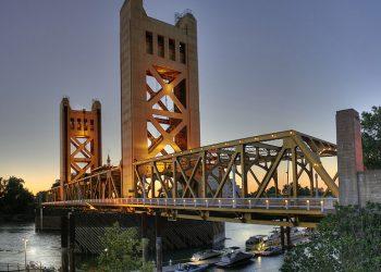 Sacramento's famous Tower Bridge. Photo:  Michael Grindstaff of Sacramento, CAvia Wikimedia Commons, Public Domain
